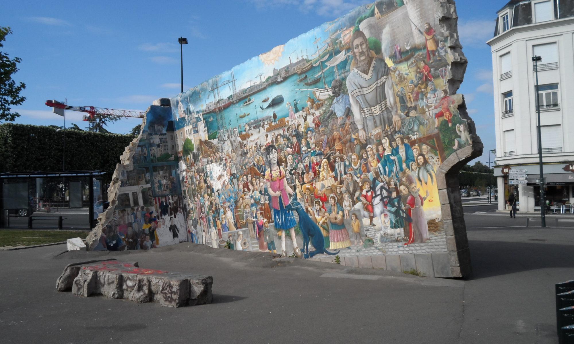 Toujours Plus De Personnages Sur Le Mur De Royal De Luxe