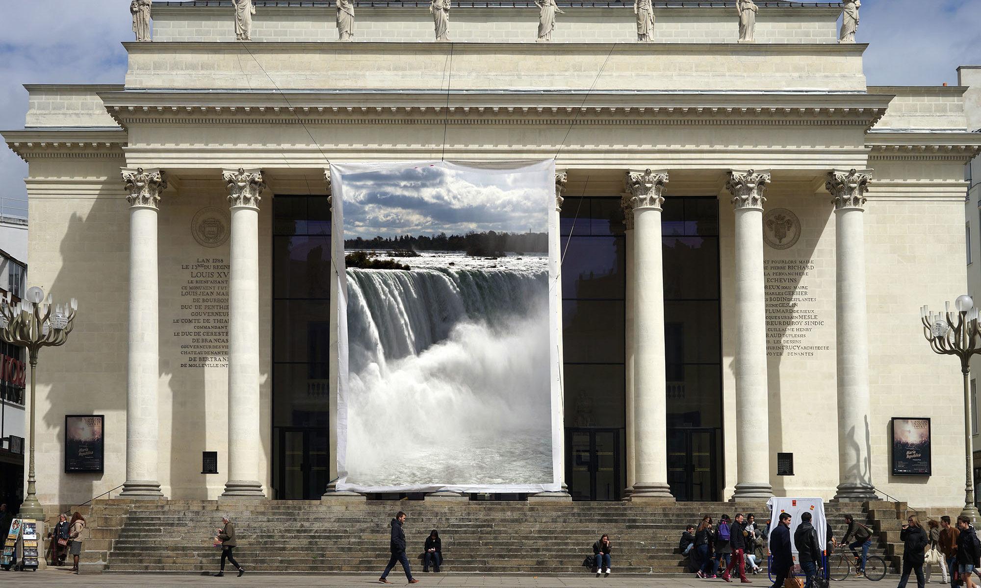 Le dos du rideau d'eau sera présenté à la presse dès la première panne du Rideau.