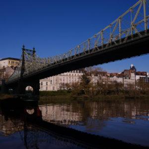 Un nouveau pont pont faire passer le tram qui dessert le futur CHU sur pilotis